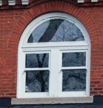 Paired windows under fanlight